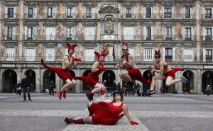 Photo Credit: Paco Manzano - Circus Oz Kangaroos in Plazo Mayor-Madrid 2011
